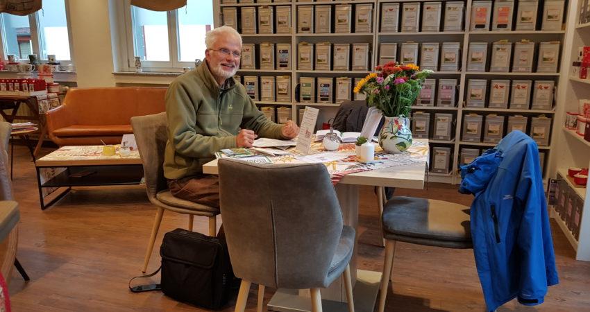 Für die Grüne Stunde ist ein Tisch in der Tee- und Kaffeestube am Werther Tor reserviert